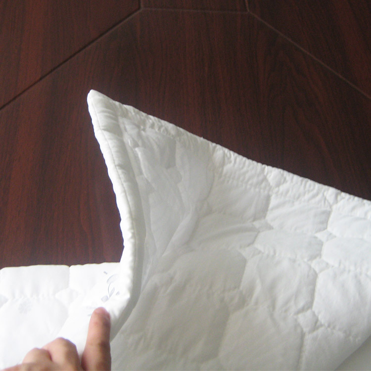 Super soft Fabric felt mattress pad topper for home or hotel Featured Image